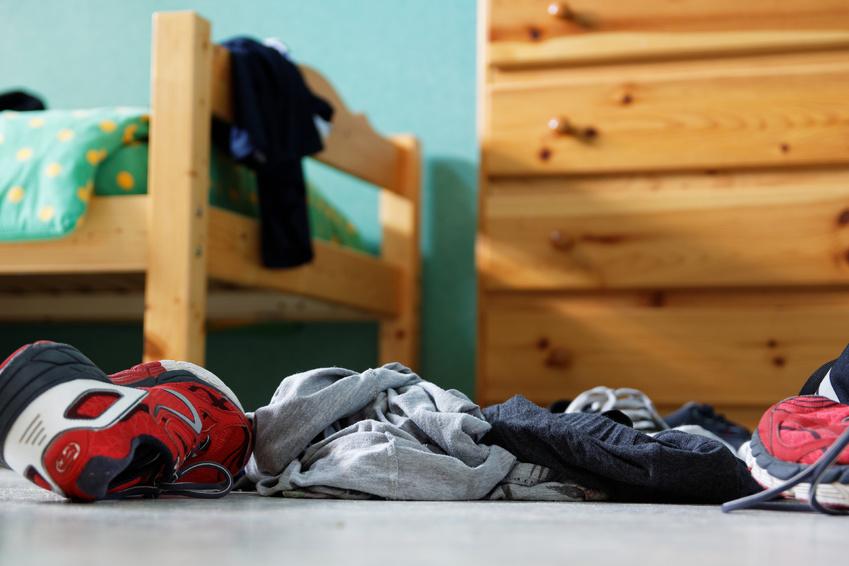 astuces pour limiter le bazar dans la chambre de notre ado capital koala. Black Bedroom Furniture Sets. Home Design Ideas